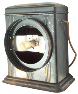 Dual No. 6 Dry Cell Lantern with Five Inch Reflector