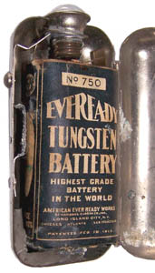 Eveready Clamshell Pocket Flash Light w/ No. 750 Battery Installed