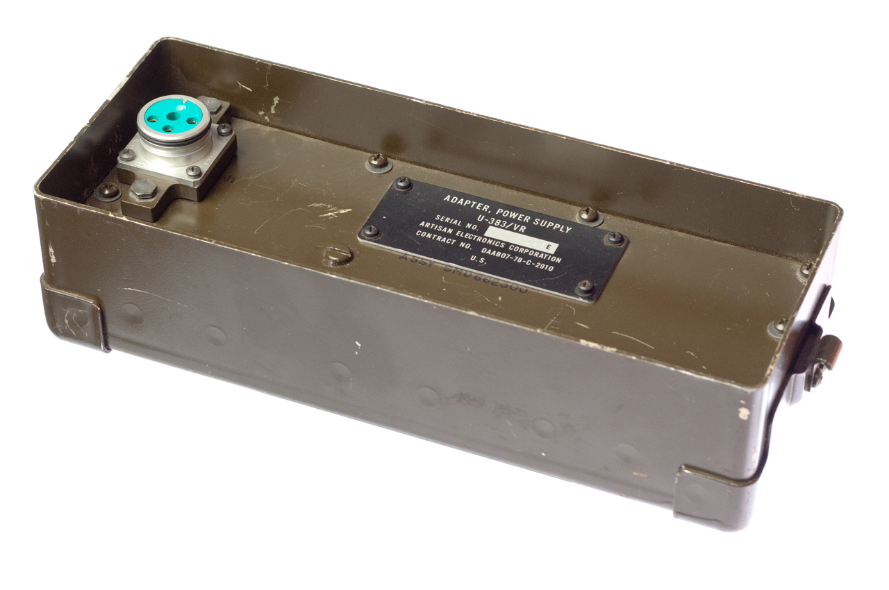 Battery container for radio PRC-25 and PRC-77